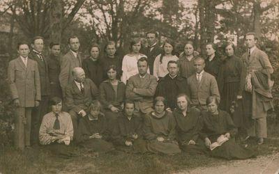 Nuotrauka. Mokytojų kursų dalyviai ir dėstytojai