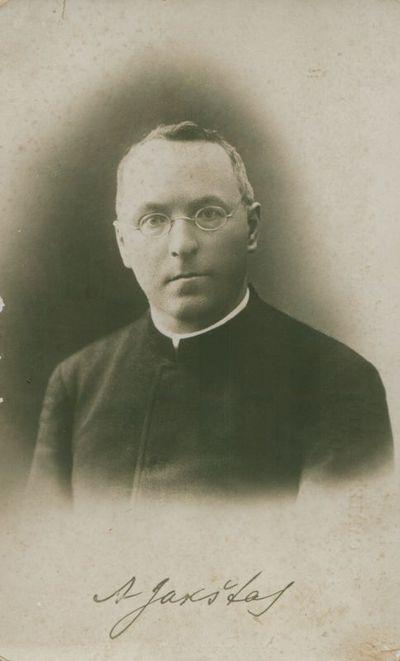 Nuotrauka. Poetas, kritikas, kunigas A. Jakštas-Dambrauskas