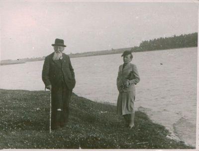 Fotonuotrauka. Spaudos darbuotojas M. Jankus su dukra