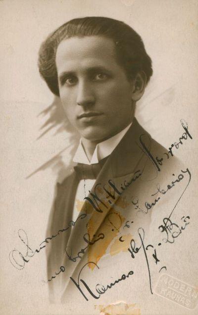 Nuotrauka. Poetas P. Lembertas