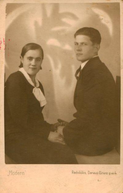 Nuotrauka. Rašytojo J. Marcinkevičiaus sesuo su vyru