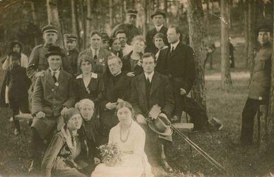 Nuotrauka. Poetas V. Mykolaitis-Putinas ir kiti iškyloje