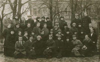 Nuotrauka. Kėdainių mokytojų seminarijos II kurso mokiniai