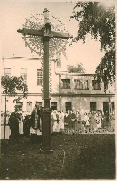 Nuotrauka. Kryžiaus pašventinimo iškilmės karo ligoninės kieme