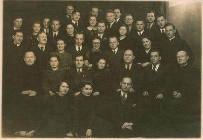 Nuotrauka. Vytauto Didžiojo universiteto studentai ir kunigai foto ateljė