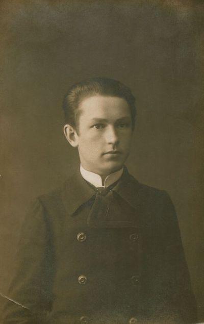 Nuotrauka. Gimnazistas J. Petrėnas (P. Tarulis)