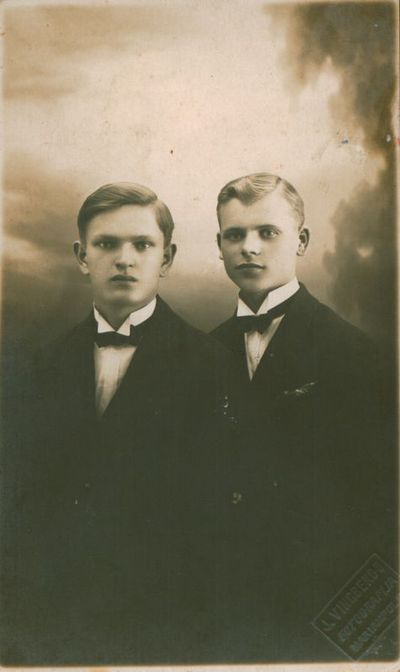 Nuotrauka. Gimnazistai A. Venclova ir A. Vasiliauskas
