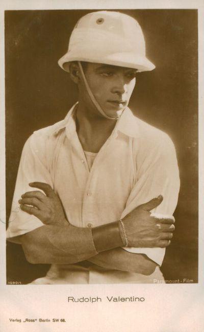 Atvirukas. Aktorius Rudolph Valentino