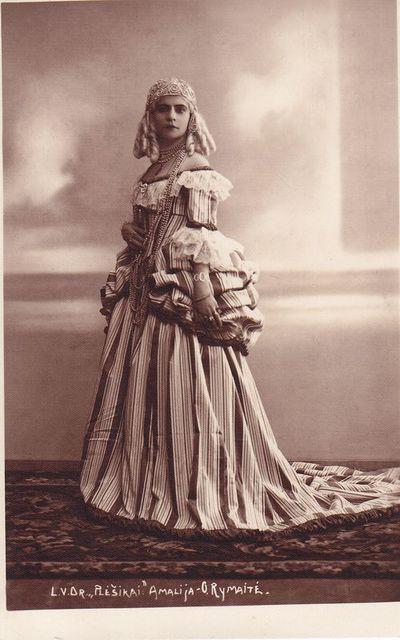 Nuotrauka. Aktorė Ona Rymaitė (1889–1950) atlieka Amalijos vaidmenį