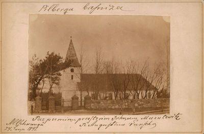 Nuotrauka. Miestelio bažnyčia