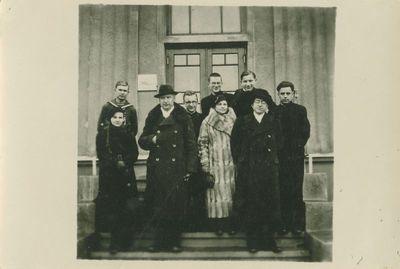 Antanas Žukauskas-Vienuolis su rašytojais Rokiškyje