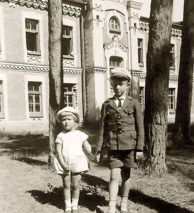 Vytis ir Rimgaudas Vaitkai Alytaus kareivinėse. Alytus, 1933 metai
