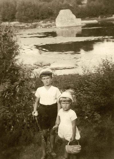 Rimgaudas ir Vytis Vaitkai. Alytus, 1933 metai
