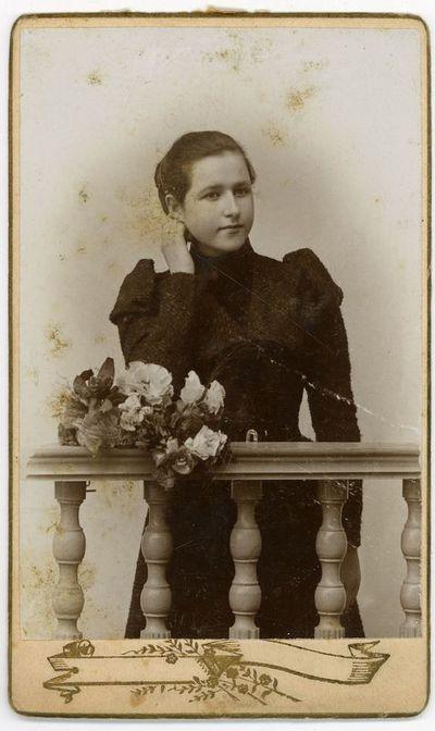 Augustino Paškevičiaus dukra Liucija (1881–1957), aukštųjų moterų kursų prie Krokuvos universiteto absolventė. Varšuva, 1899 metai