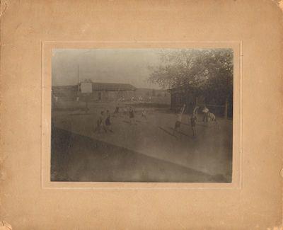 Ašmenos gimnazijos sporto aikštėje
