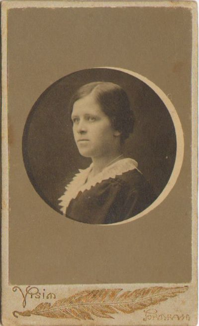 """Viktorija Popikaitė – """"Saulės"""" mokytojų kursų auklėtinė Voroneže 1916 m."""