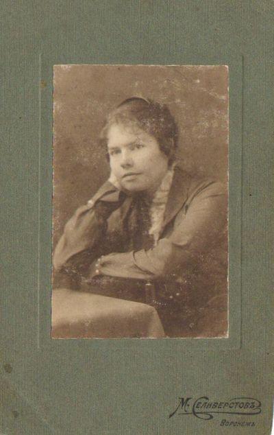 Mokytoja Jadvyga Petrauskaitė-Nainienė  Voroneže 1917 m.