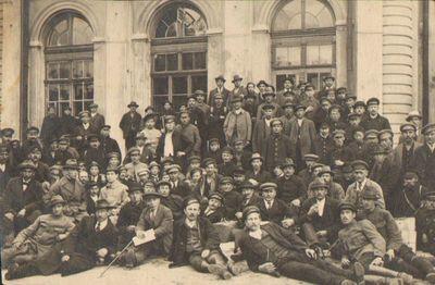 I-ojo pasaulinio karo pabėgėliai lietuviai grįžę iš Rusijos Kauno geležinkelio stotyje 1919 m.