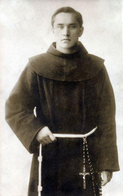 Kunigas pranciškonas tėvas Augustinas Dirvelė