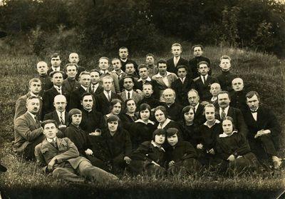 Vilkijos mokyklos mokytojai su mokiniais