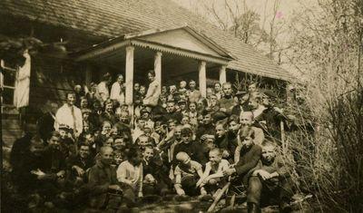 Vilkijos mokytojai ir moksleiviai prie Ringovės girininkijos