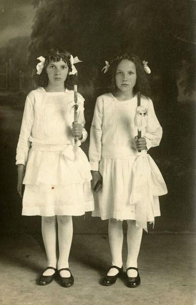 Dviejų mergaičių fotoportretas