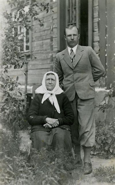 Senolės ir vyro fotoportretas