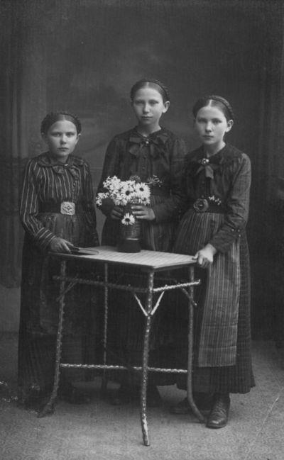 Trijų mergaičių portretas