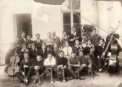 Mykolas Karka su Panevėžio valstybinės gimnazijos orkestru