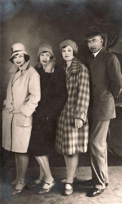 Liūnė Janušytė su seserimi Felicija ir draugais