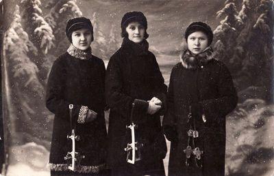 Panevėžio mokytojų seminarijos studentės: Pranciška Žalnieriūnaitė, Stasė Kučinskaitė ir Leokadija Urbelytė