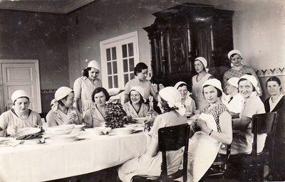 Dotnuvos žemės ūkio akademijos namų ūkio sekcijos studentės. Apie 1933 m.