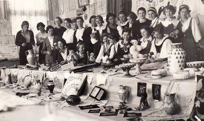 Dotnuvos žemės ūkio akademijos studentės dailiųjų amatų parodoje