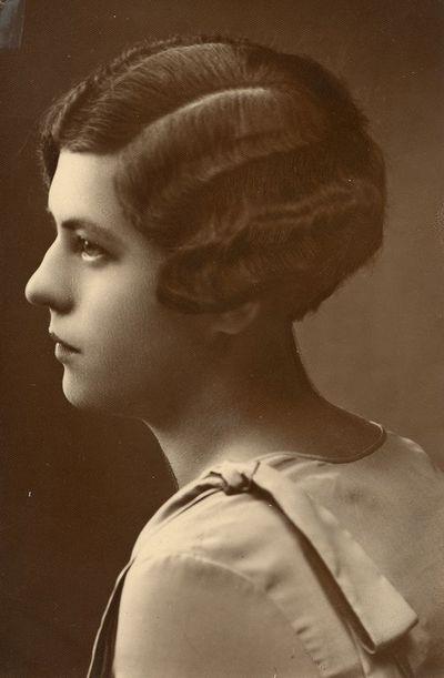 Gražutės  Šlapelytės portretas profiliu