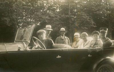 Šlapelių vaikai automobilyje