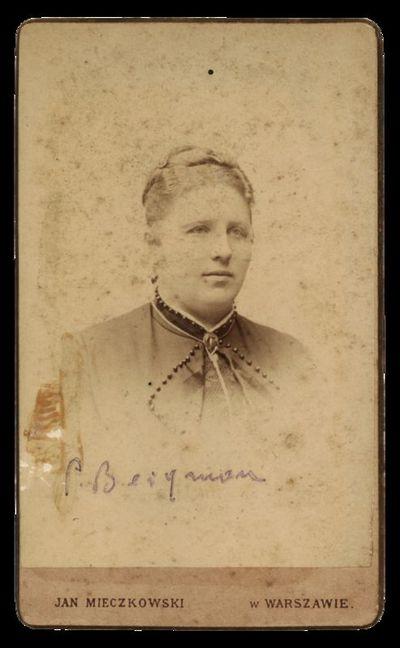Nežinomos moters portretas su įrašu P. Beigman