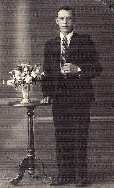 Panevėžio II rajono jaunalietuvių vado Stasio Janausko portretas. 1937 m.