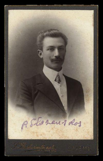 Nežinomo vyro portretas su įrašu P. Slezauskas