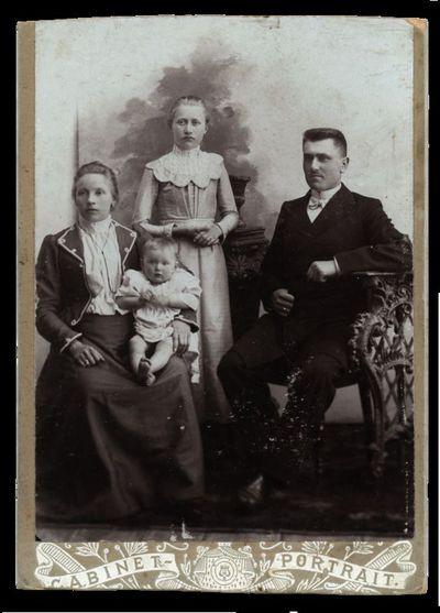Jasinskų šeimos portretas