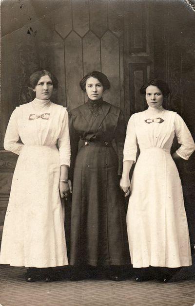 Trijų merginų portretas