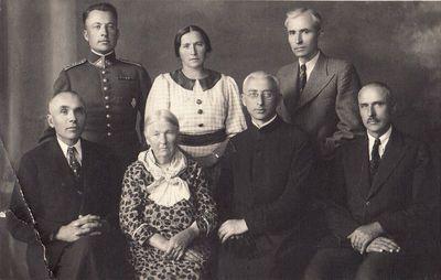 Elena Vasiliauskaitė-Žitkevičienė su vaikais