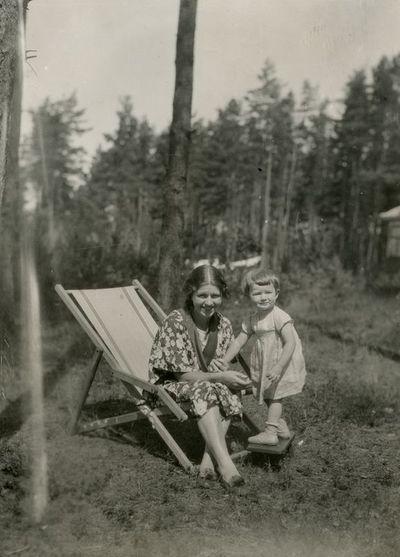 Laimutė Graužinienė su dukrele Valakampiuose