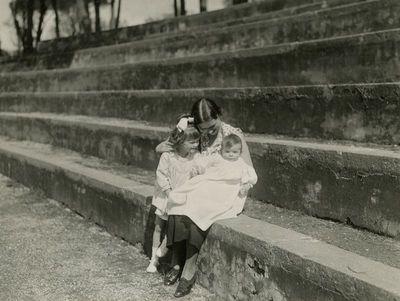 Laimutė Graužinienė su dukrelėmis Romoje