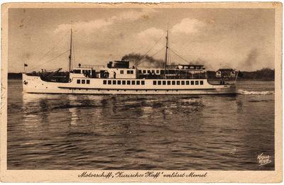"Motorschiff ""Kurisches Haff"" verlasst Memel (Motorlaivis  ""Kurisches Haff"" išplaukia iš Klaipėdos)"