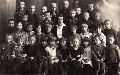 Panevėžio 2-osios pradžios mokyklos 1-ojo skyriaus mokiniai su mokytoja Januškevičiūte