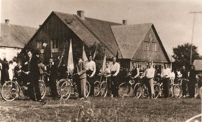 """""""Žiburio"""" gimnazijos moksleiviai. Ekskursija dviračiais"""