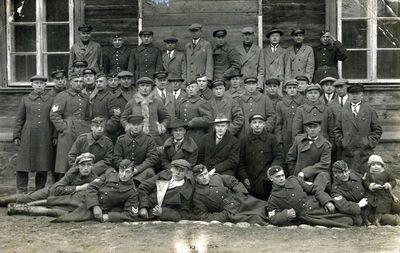 Lietuvos kariuomenės kariai ir civiliai