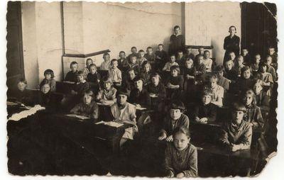 Marijampolės mokytojų  seminarijos parengiamosios mokyklos 4 skyriaus mokiniai. 1930 m..