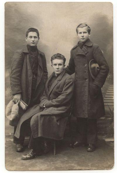 Poetas Vytautas Montvila su draugais 1924 m.