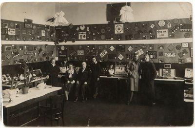 Moksleivių rankdarbių paroda. Marijampolės Rygiškių Jono gimnazija  apie 1927 m.